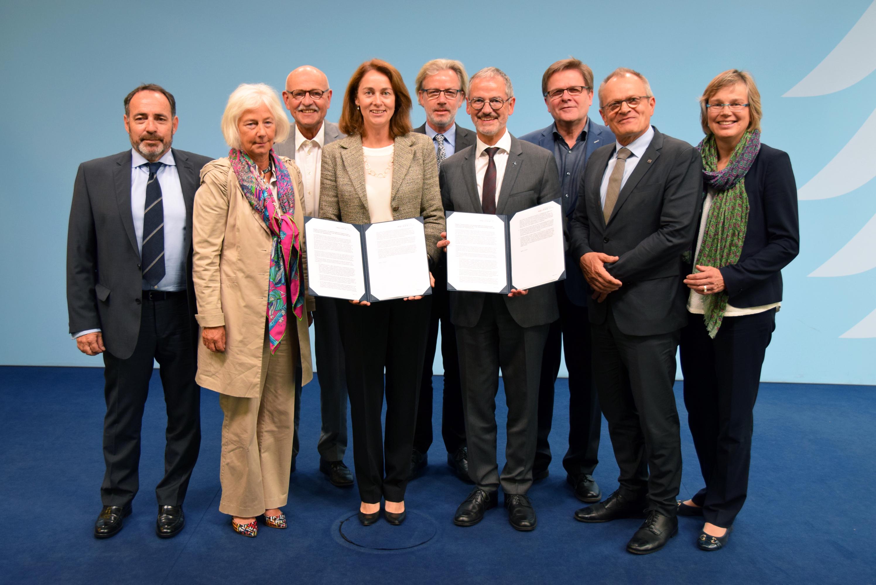 Bundesfamilienministerin Dr.  Barley mit den Vertretern der Mitgliedsverbände.