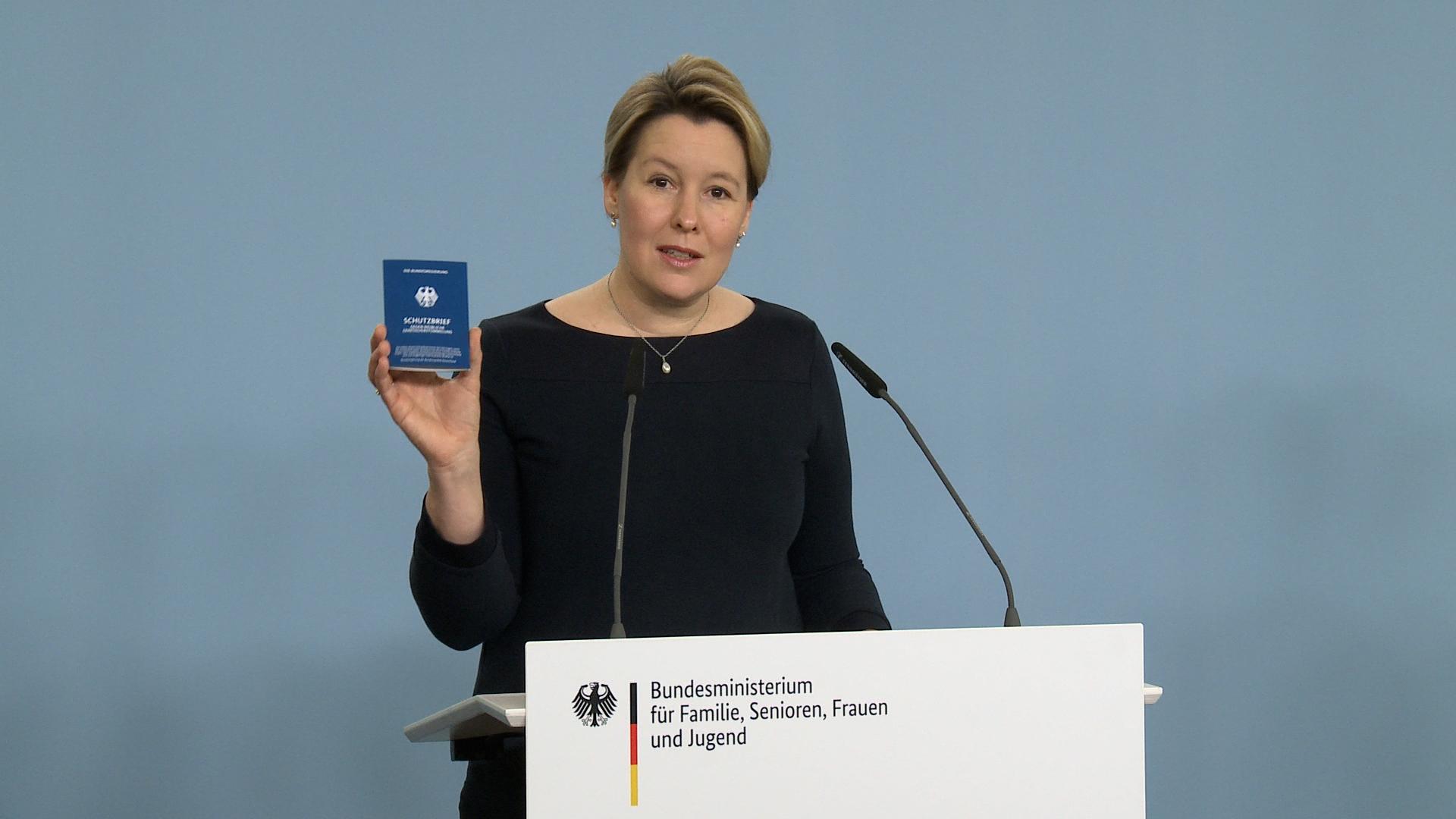 Franziska Giffey stellt Schutzbrief der Bundesregierung vor